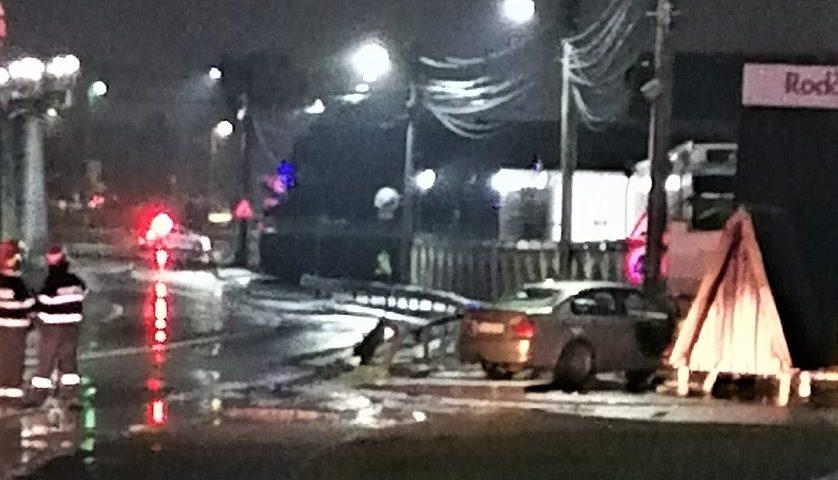 Râmnicu Vâlcea: Un autoturism a lovit o conductă de gaze - nu s-au înregistrat victime
