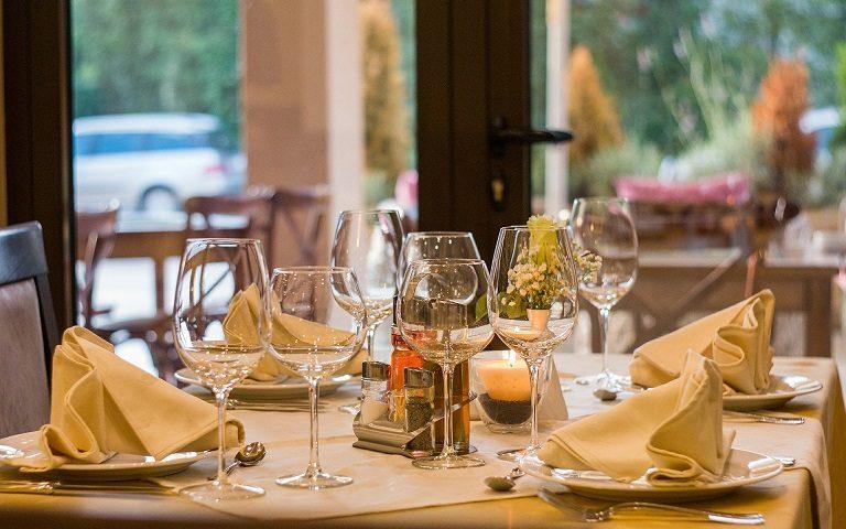 În județul Vâlcea se reia activitatea restaurantelor și cafenelelor situate la interior