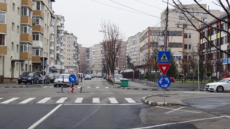 """Începe modernizarea noilor sensuri giratorii din Ostroveni şi se montează semafoare cu buton la Şcoala """"Anton Pann"""""""