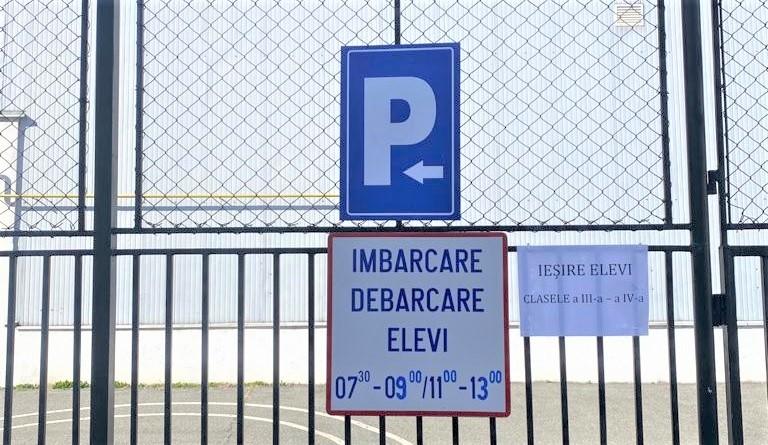 Primăria Râmnicu Vâlcea instituie zone destinate exclusiv îmbarcării şi debarcării elevilor la unele unităţi şcolare