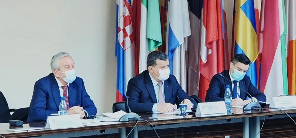 Primarul Mircia Gutău şi colegii din conducerea Asociaţiei Municipiilor s-au cu Ministrul Investiţiilor şi Proiectelor Europene, Cristian Ghinea, şi cu viceprim-ministrul Dan Barna