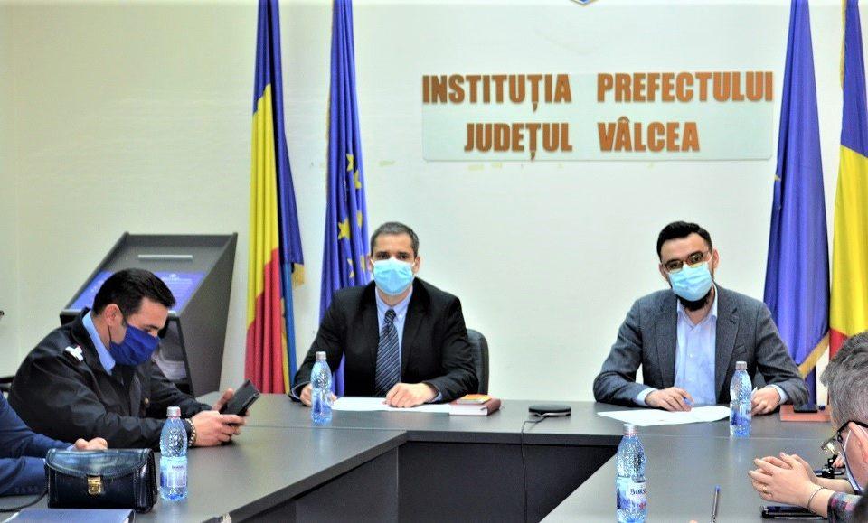 Prefectul de Valcea Sebastian Fartat reinvestit in functie Robert Vasile Achim este noul subprefect