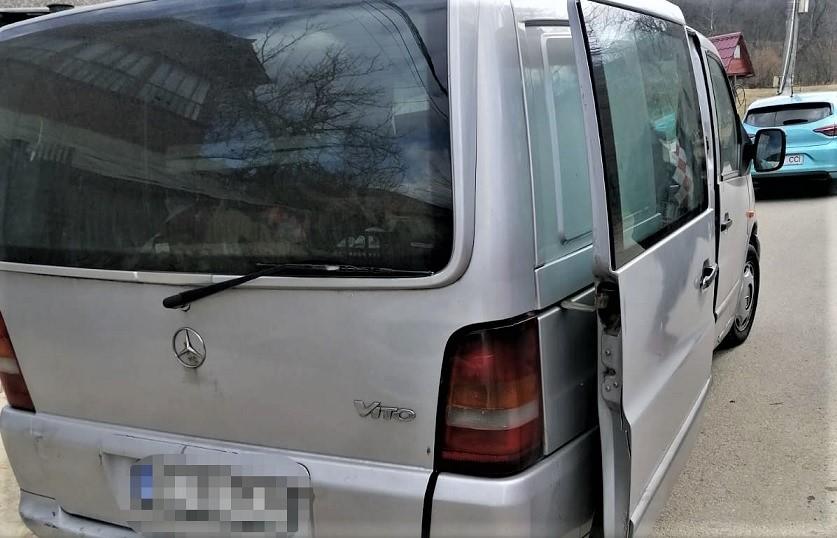 Transport ilegal de peste identificat de politisti la Stoenesti