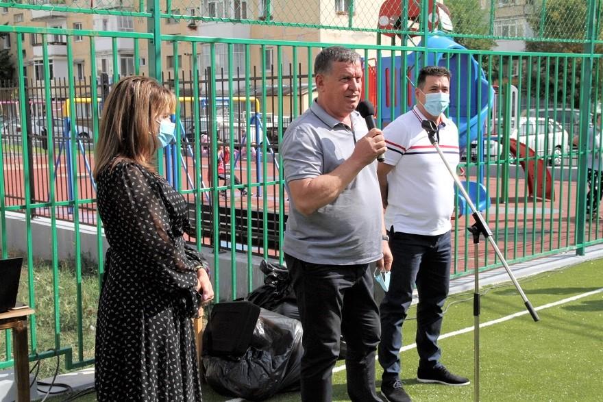 Primarul Mircia Gutău a inaugurat terenul de sport de lângă Grădiniţa  Ostroveni 2 – acces gratuit pe cea mai nouă facilitate sportivă a oraşului  – EUROVÂLCEA