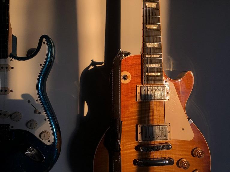 Mc Music 10 sfaturi pentru incepatorii care vor sa cante la chitara electrica min