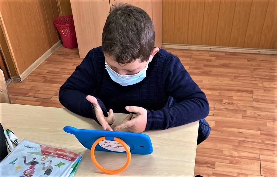 """Anchetă """"Salvați Copiii"""": Trei sferturi dintre profesori și părinți și peste jumătate dintre copii consideră necesară redeschiderea școlilor"""