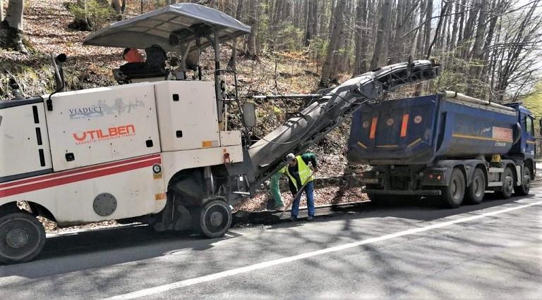 Nerespectarea limitelor maxime admise privind circulatia autovehiculelor de mare tonaj deterioreaza infrastructura rutiera